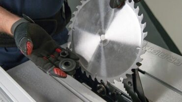 How To Change Your Table Saw Blade